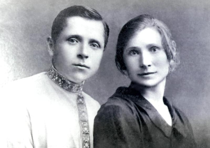 Алексеев Тит Сафронович с женой (Смоленская область, довоенное время). Источник: fotohroniki.ru