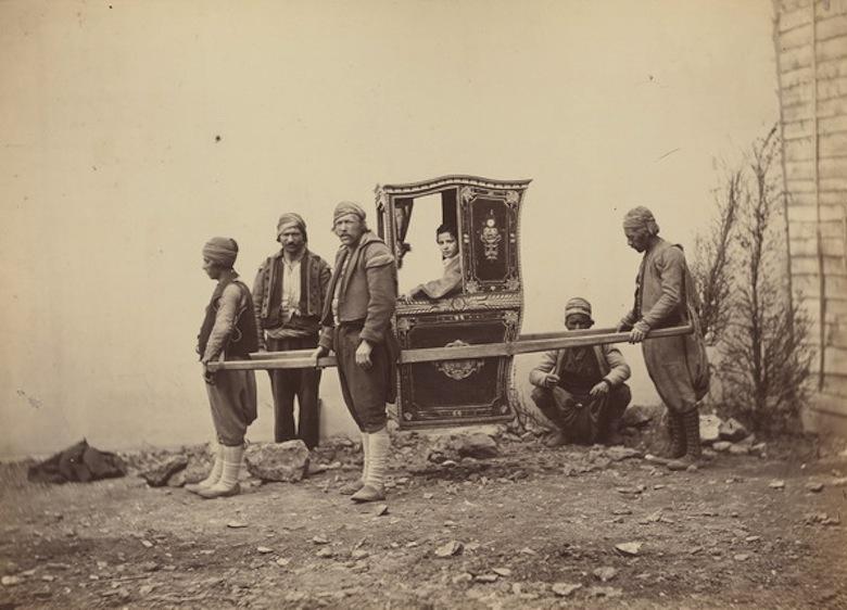 Братья Абдулла. Турчанка в паланкине седан. 1866 год