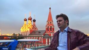 Разговор о православном фестивале шёл на фоне храма