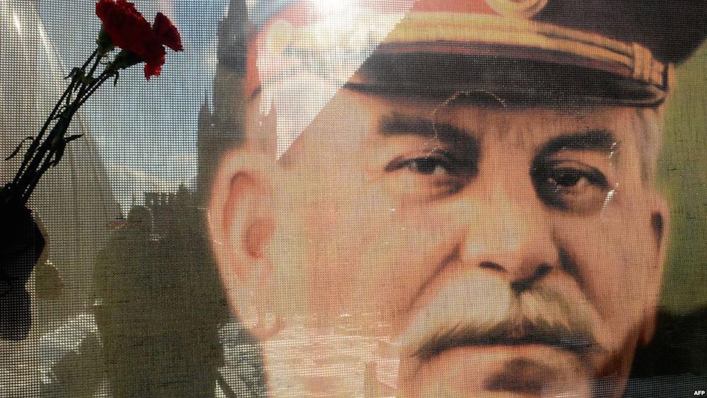 """Кадр из фильма """"Сталин с нами"""""""