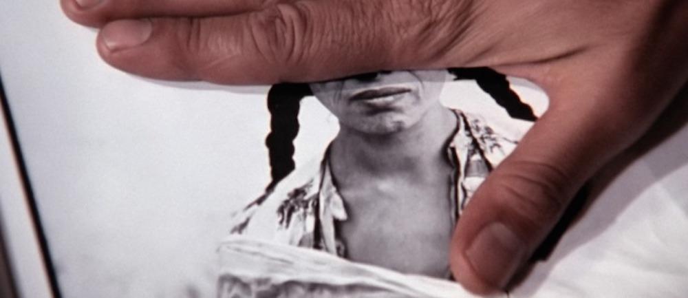 """Кадр из фильма """"Картины мира и подписи войны"""""""