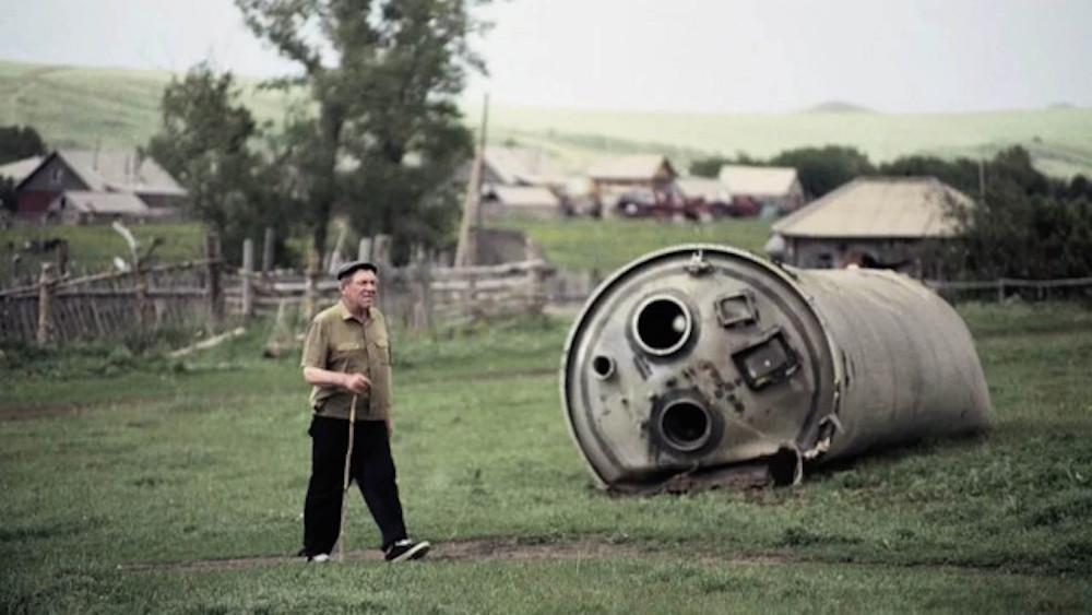 """Кадр из фильма """"Космические туристы"""""""