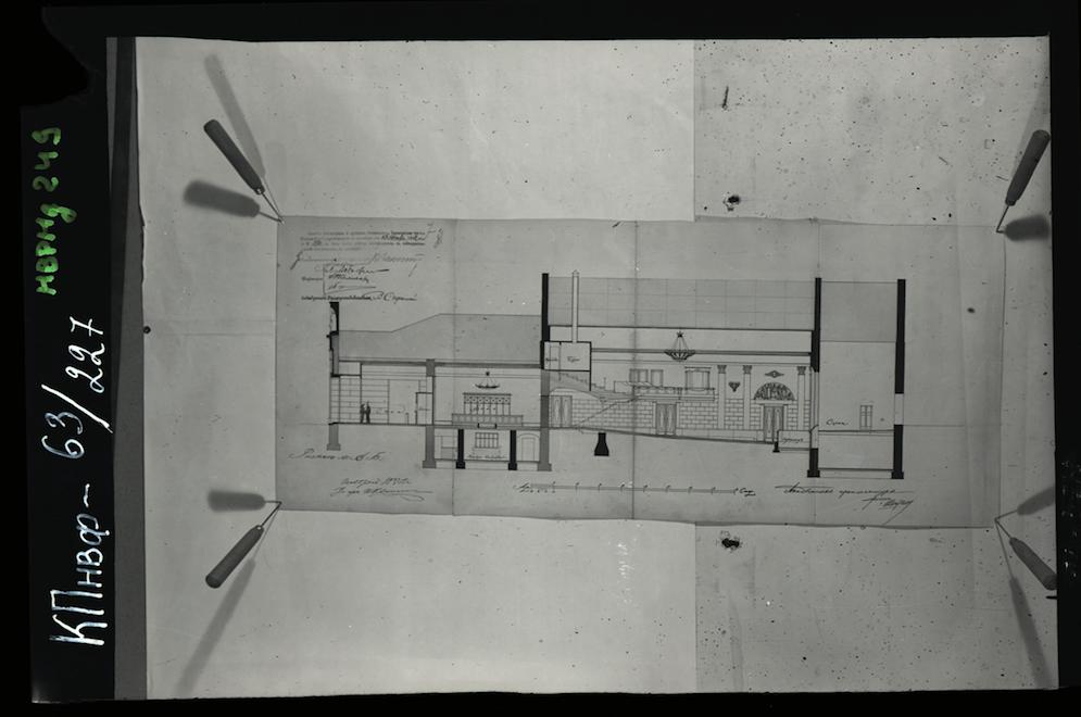 """Кинотеатр «Художественный». Разрез. Чертеж 1912 г., фото 1986 г. Фотография предоставлена кинотеатром """"Пионер""""."""