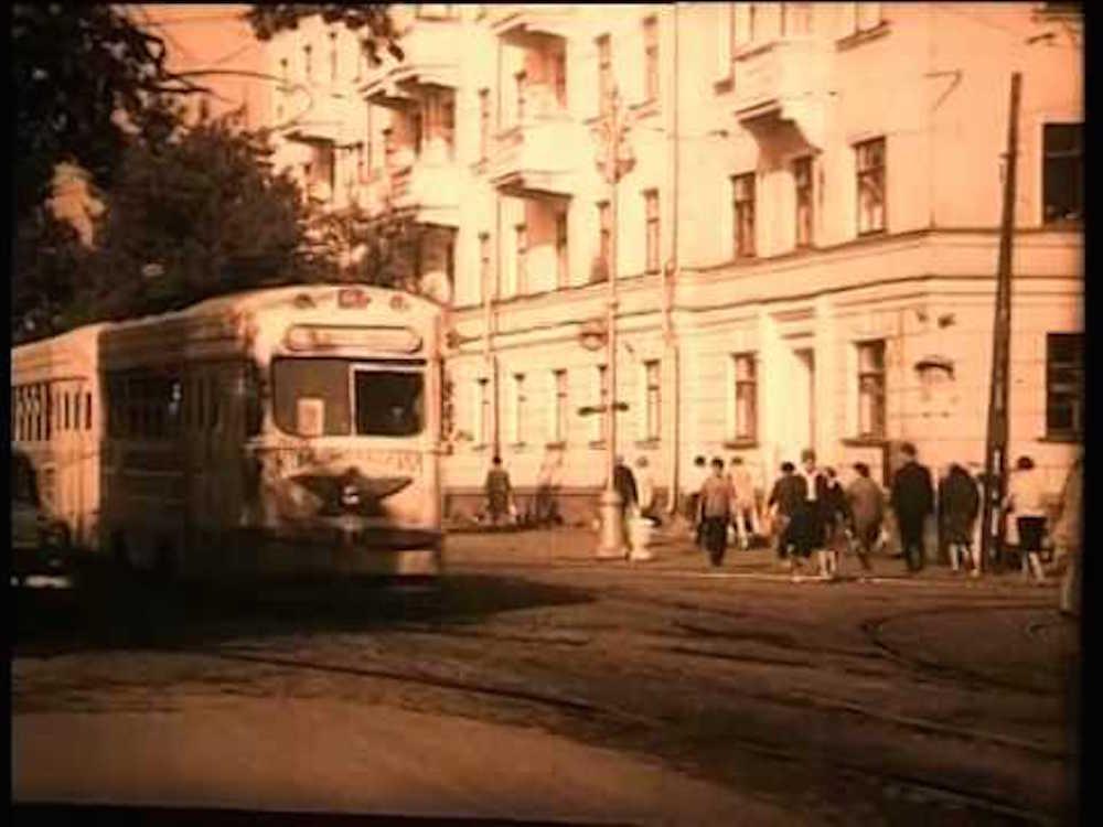 """Кадр из фильма """"Прощай, ХХ век!"""""""