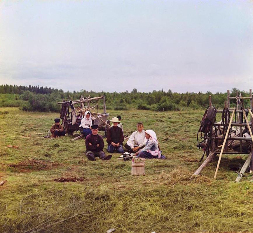 С.М. Прокудин-Горский. Крестьяне на покосе. 1909 год. Источник: www.prokudin-gorsky.org