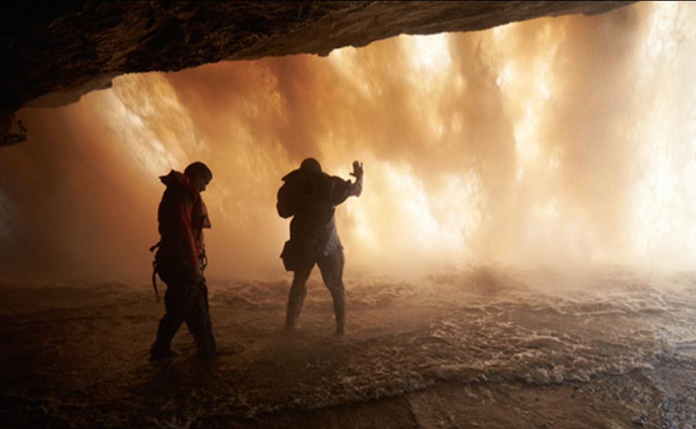 Процесс видеосъёмки водопада. Фото предоставлено Виктором Косаковским