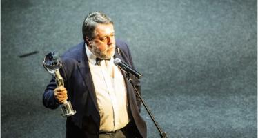 «Свидетели Путина» принесли приз Виталию Манскому на фестивале в Карловых Варах